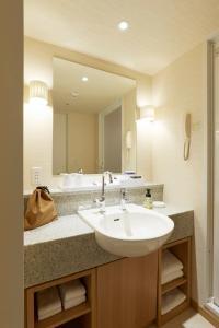 A bathroom at Keio Plaza Hotel Sapporo