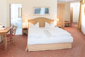 A bed or beds in a room at Hotel Leipzig City Nord by Campanile
