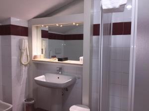 A bathroom at Romana Apartment