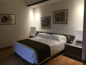 A bed or beds in a room at Romana Apartment