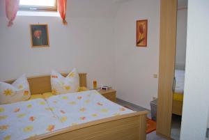 Ein Bett oder Betten in einem Zimmer der Unterkunft Gasthaus & Pension Hörning
