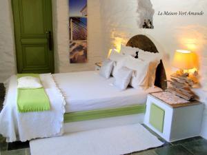 Letto o letti in una camera di La Maison Vert Amande