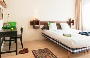 A bed or beds in a room at Townhouse Design Hotel & Spa