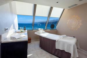 Een badkamer bij Sol Costa Atlantis Tenerife
