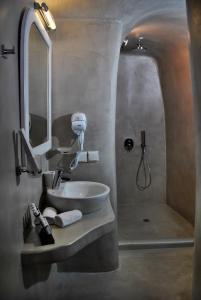 A bathroom at Thirea Studios