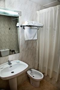 A bathroom at Hotel La Piqueta