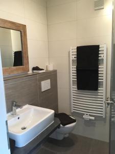 A bathroom at Boardinghouse Alte Bank