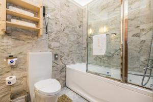 A bathroom at Villas Arbia - Margita Deluxe
