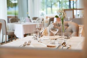Ein Restaurant oder anderes Speiselokal in der Unterkunft Hotel Rudolf