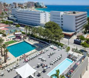 Uitzicht op het zwembad bij Sol House The Studio - Calviá Beach of in de buurt