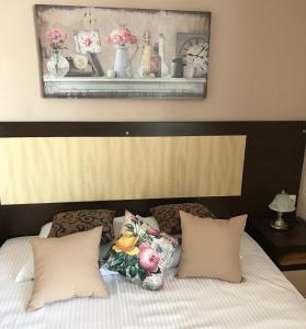 Кровать или кровати в номере Торнадо Яхт Клуб