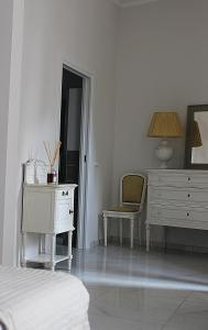 A bed or beds in a room at Dimora degli Artisti - Charm Rooms