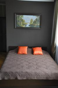 A bed or beds in a room at Willa Relaks