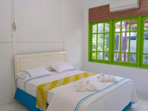 A bed or beds in a room at Saonek DreamLand Dive Center