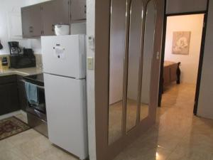 A kitchen or kitchenette at Pedro's Place