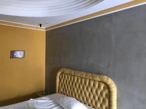 Uma área de estar em Cassino Motel