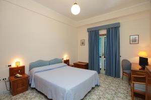 Un ou plusieurs lits dans un hébergement de l'établissement Hotel Mega Mare