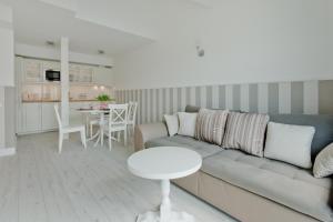 A seating area at Apartamenty Gdańsk EU - Waterlane