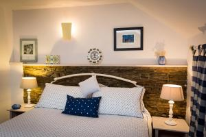 A bed or beds in a room at 1 Tan Yr Eglwys Barn Cottage