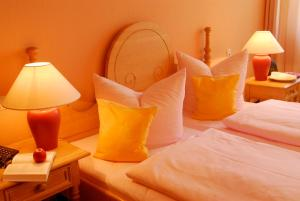 Ein Bett oder Betten in einem Zimmer der Unterkunft Kurhotel Fürstenhof