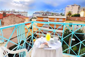 A balcony or terrace at Residhotel Les Coralynes