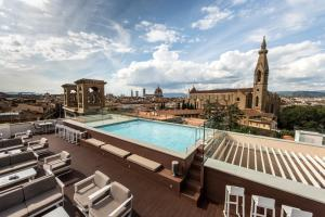 Uitzicht op het zwembad bij Plaza Hotel Lucchesi of in de buurt