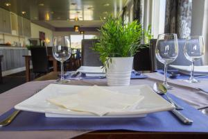 A restaurant or other place to eat at Hotel Eperland