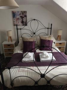 A bed or beds in a room at Newcastle Arms Hotel