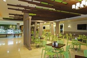 A restaurant or other place to eat at Sheraton Grand Panama