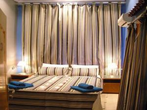 A bed or beds in a room at Golden Hotel Cairo
