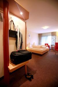 Ein Bett oder Betten in einem Zimmer der Unterkunft Hotel Am Hirschhorn