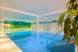 The swimming pool at or close to Hotel Hesborner Kuckuck