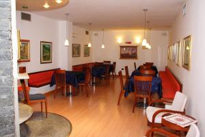 A restaurant or other place to eat at Hotel Derby