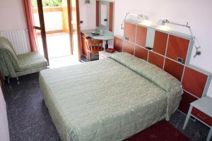 A bed or beds in a room at Hotel Derby