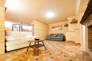 A seating area at Casa Vacanze Polifemo Loft