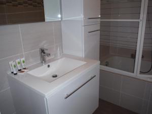Ein Badezimmer in der Unterkunft Apartments Iris