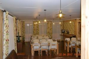 Um restaurante ou outro lugar para comer em Hotel Estancia El Ovejero Patagónico