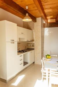 A kitchen or kitchenette at Apartments Villa Michela