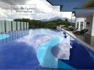 The swimming pool at or near Le Maison GuestHouse Ipoh