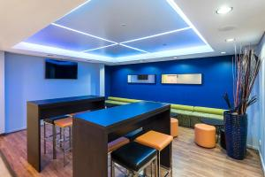 A pool table at Quality Hotel Ambassador Perth