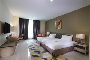 سرير أو أسرّة في غرفة في فندق وشقق وان باسيفيك المخدومة