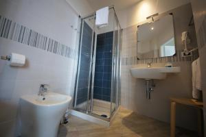 A bathroom at Luna Rooms
