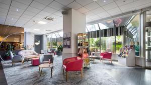 The lobby or reception area at Mercure Strasbourg Palais des Congrès