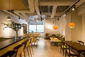 Ein Restaurant oder anderes Speiselokal in der Unterkunft Grids Sapporo Hotel&Hostel