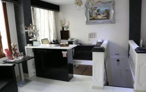 A kitchen or kitchenette at Hôtel de l'Aveyron
