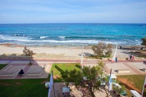 Vista general del mar o vista desde el apartahotel