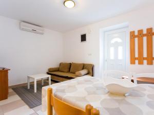 A seating area at Apartments Ivanka