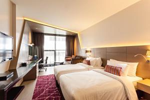 A bed or beds in a room at Best Western Premier Sukhumvit