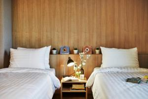 A bed or beds in a room at Makers Hotel