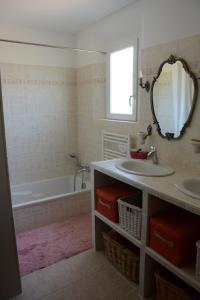 A bathroom at Chez Régine et Grégoire
